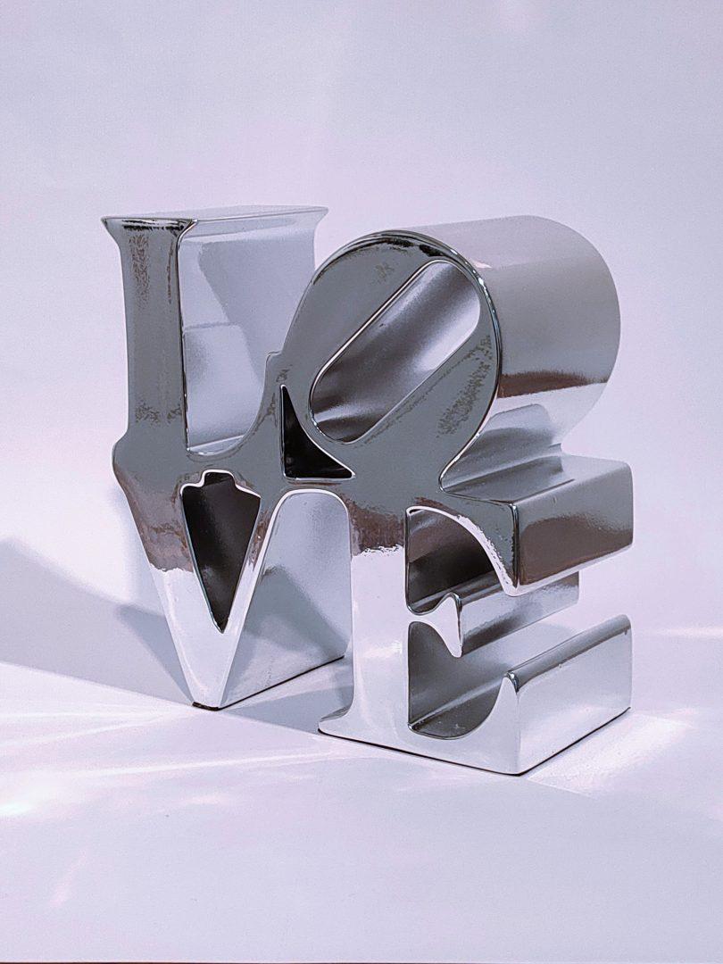 No.99-51ロバート・インディアナ「LOVEシルバー」ポリストーン14.8×14.4×6.7cm1.jpg