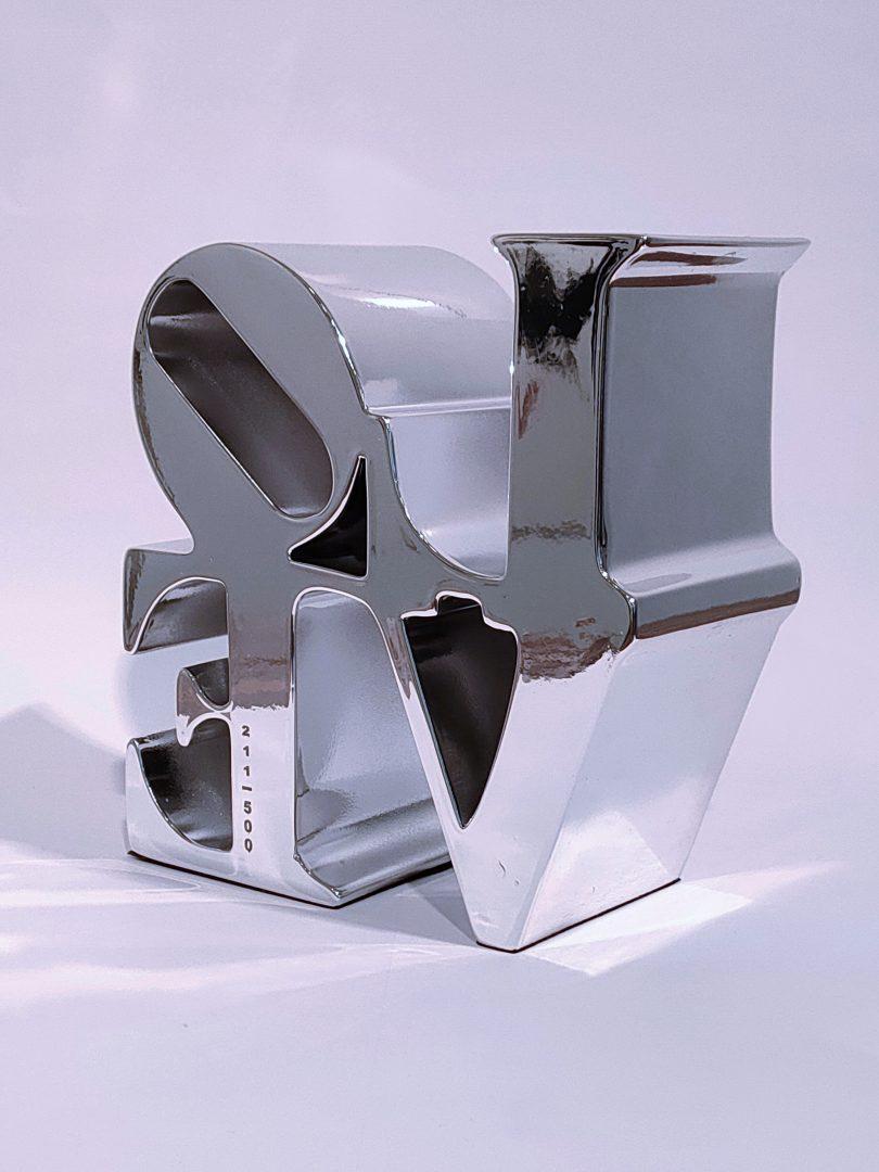 No.99-51ロバート・インディアナ「LOVEシルバー」ポリストーン14.8×14.4×6.7cm2.jpg
